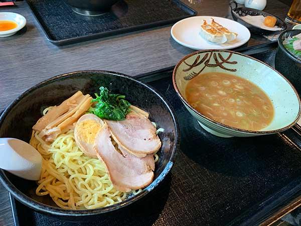 lunch-yuppie_7820a.jpg