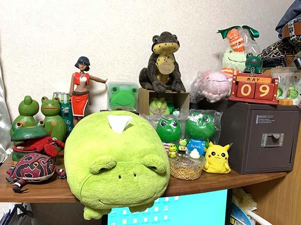 on-the-desk-yuppie_8491a.jpg